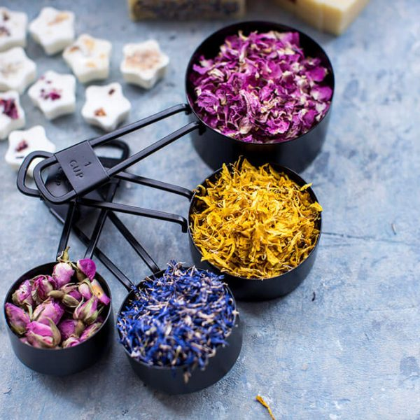 Cornflower-petals-with-other-petals-in-measuring-spoons