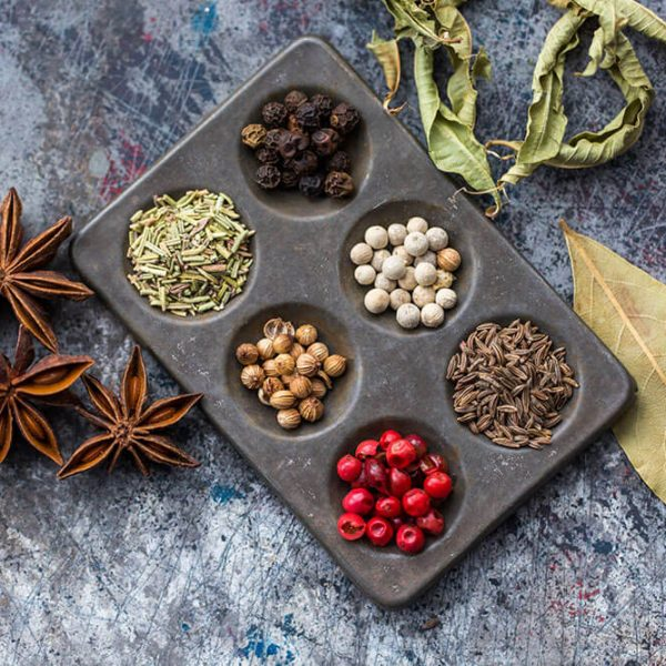 Black-Peppercorns-and-other-spices-in-a-baking-tray